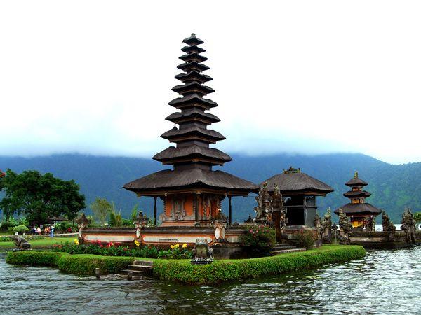 ulun-danu-temple-bali-tour-packages-bali-tour-organizer