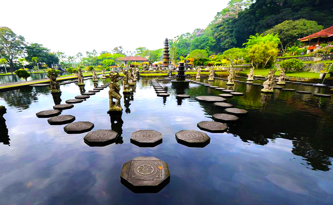 Tirta Gangga Royal Water Garden: Bali Heaven Gate Tour